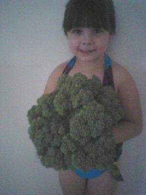 Savanna holding a head of broccoli