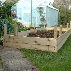 Raised Garden Bed Constuction. Constructing ...